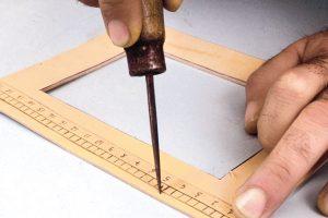 come realizzare un portafoto in cuoio1